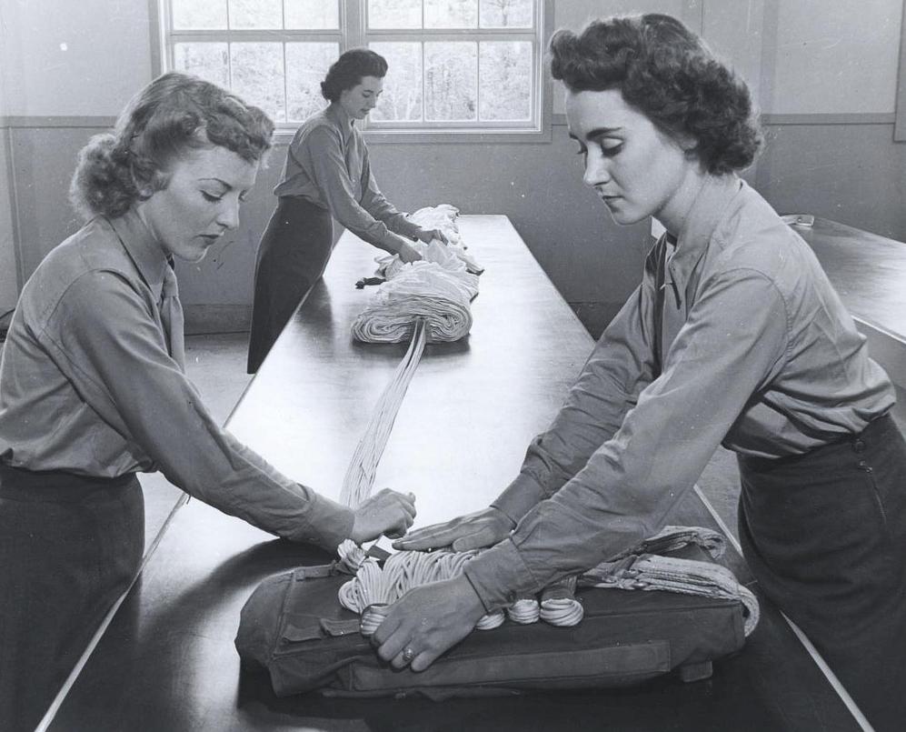 Women Marines as parachute riggers. (Photo: Wikipedia)