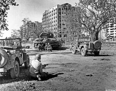 The 1st Cavalry fighting in the streets of Manila. (Photo: WWII Archives)