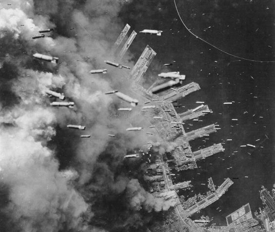 American bombs falling on Kobe, Japan, 4 Jun 1945 (Photo: WWII Archives)