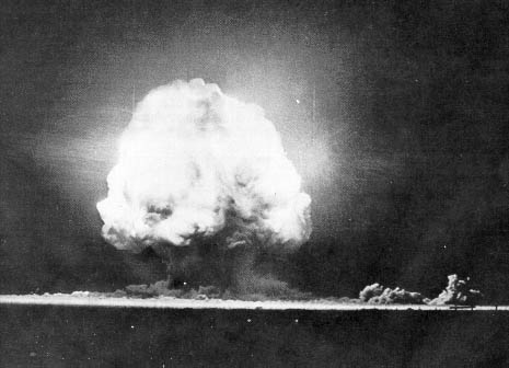 The first successful test of the first atomic (plutonium) bomb, Alamogordo, NM (Photo: Bubbasoft.com)