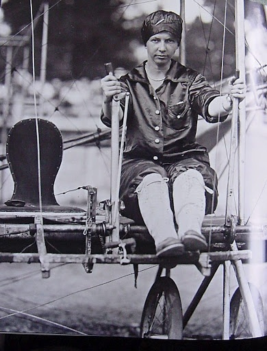 Ruth Law in the earliest days of flying. (Photo: Pinterest)