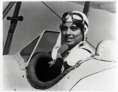 Willa Brown earned her pilot's license in 1938. (Photo: The History Makers: http://ow.ly/XN6j307y5xh)