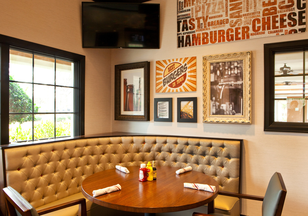 Holiday Inn Atlanta Airport South_Burger Theory Dining.jpg