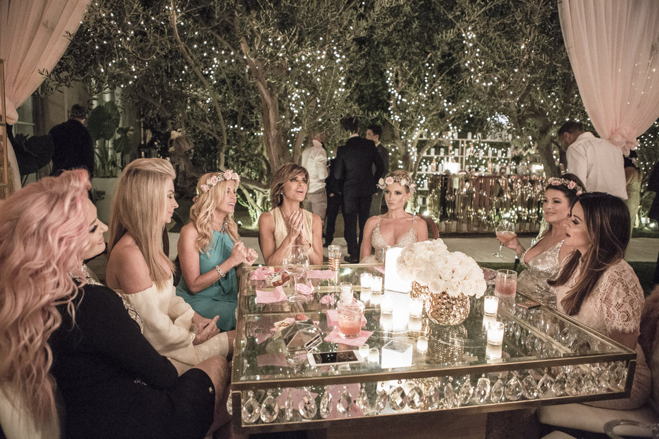 real-housewives-of-beverly-hills-season-7-lisa-vanderpump-birthday-08.jpg