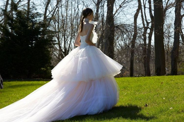 THE DRESS :   Vera Wang   weds fairytale and fashion in a corset bodice that explodes into a cloud of a double-tiered ballgown skirt.  (PHOTO: Courtesy of Vera Wang)