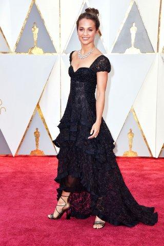 AliciaVikander_Oscars_Red_Carpet.jpg