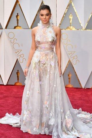 HaileeSteinfeld_Oscars_Red_Carpet.jpg