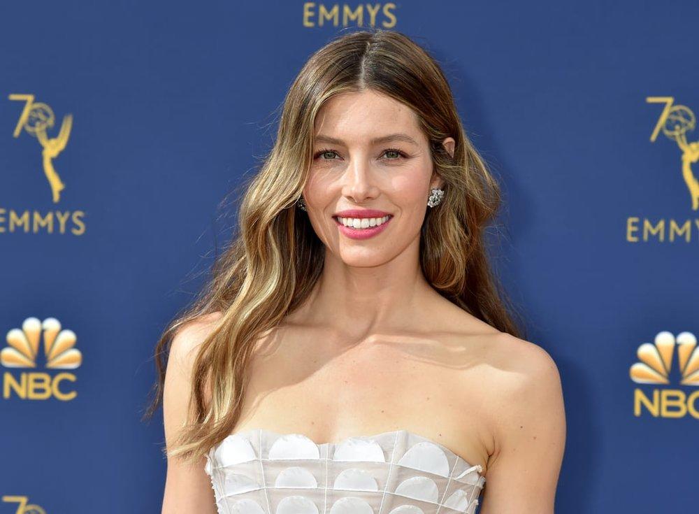 Jessica-Biel-2018-Emmys-Beauty-Look.jpg