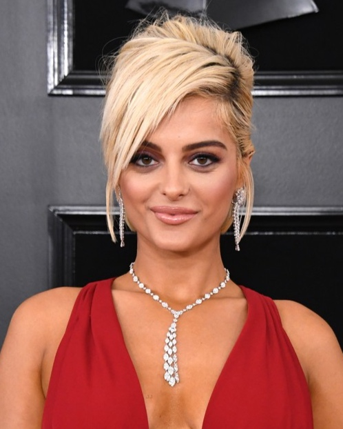 Bebe Rexha: Blonde Bombshell - In the run-up to the Grammys, Rexha ignited a bit of a media firestorm when she revealed that certain designers refused to dress her because she's a size 8. Yes, you read that right: 8. Chances are those same designers were crying in their coffee on Monday morning, because Rexha rocked it. A white-blonde 'do that managed to look sexy and sweet all at once, flawless rose-neutral makeup and pitch-perfect brows - take that, clueless size-shamers.