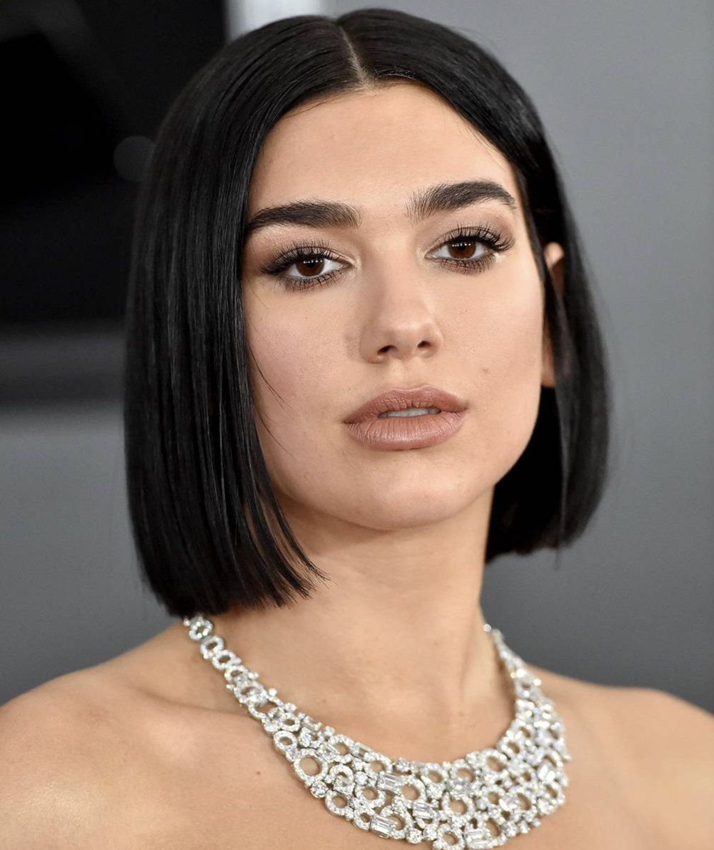 Dua Lipa's diamond encrusted Bulgari bib necklace. -
