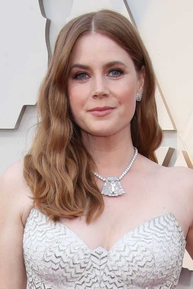 The Best Supporting Actress nominee frequently wear Cartier at red carpet events and chose a very special piece to wear with her Versace gown: A high jewelry diamond tennis necklace with the Paris Pyramid brooch, a gorgeous Art Deco-era design originally commissioned in 1935, as its centerpiece. -