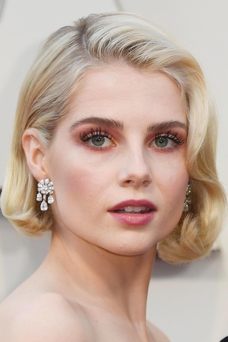 Lucy Boynton's Icy Blonde Elegance - The Grace Kelly comparisons are inevitable, but hairstylist Jenny Cho imparted just enough oomph (via Unite Hair Boosta) to keep Boynton's look from skewing too retro. Combined with makeup artist Jo Baker's tone-on-tone pinks, those platinum strands looked fresh and frisky. In other words, the Bohemian Rhapsody star really rocked it.