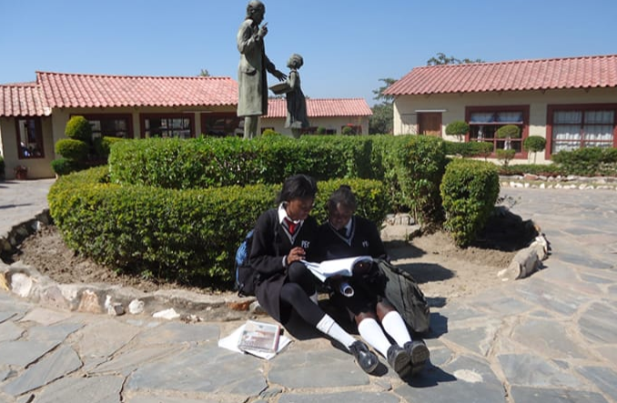 Students studying at Pestalozzi