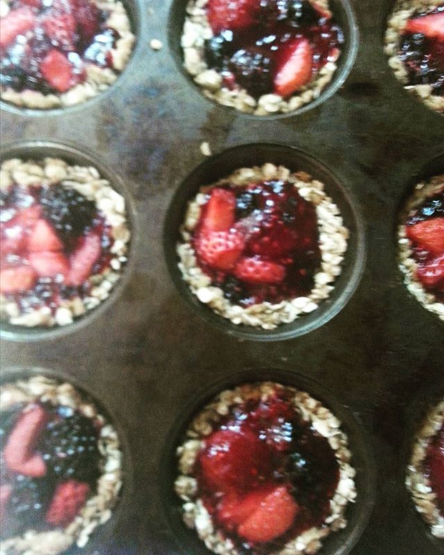Get em while they're hot!  Fresh baked oatmeal tarts with a fresh berry compote straight from the oven!! 😊🍓🍇🍒 #freshberries  #the6ix  #toronto #healthyfood  #healthyliving  #healthyeating  #healthysnack  #healthyfood  #torontosbest  #vegetarian  #vegan  #nopreservatives  #saynotogmo  #fitfam  #foodielife  #foodie  #torontofoodie  #nutritous  #nutritousfood #wholesomefood  #honestfood  #happyfood  #REALfood  #soulfood  #freshfruit #localfood  #freshfood  #delicious  #scrumptious  #goodeats  #comengetit