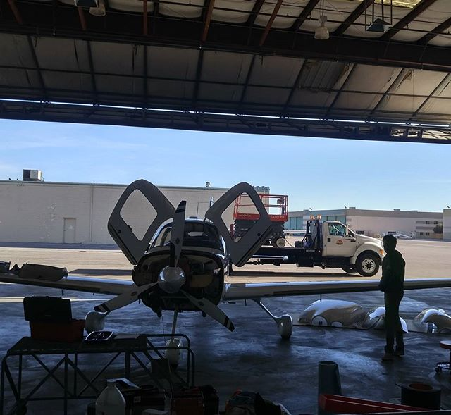 Busy bees at our newest aircraft maintenance facility located at the #northlasvegasairport  #AircraftRepair #Airplanes #Helicopters #Piston #Turbine #rotorcraft #aircraftmaintenance #RobinsonServiceCenter #KVGT