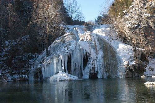 When it gets cold enough, the falls freezes into a beautiful ice sculpture.