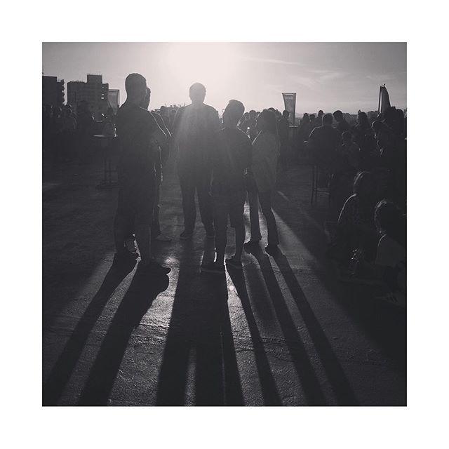 O pôr-do-sol cinematográfico na selva de pedra fecha o último dia do @festivalpath no happy hour realizado na cobertura do exótico @institutotomieohtake. Inspiração de sobra para o recomeço da semana! =] #2016 #festivalpath #sp #industriacriativa #juicingideas