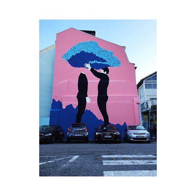 Lisboa é uma cidade colorida e vibrante como seus diversos murais espalhados por todo o lado. A arte urbana marca presença e nos inspira todos os dias. #streetart #lisbon