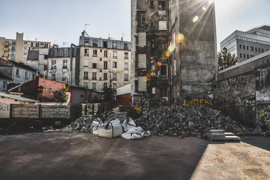 wandering into abandoned buildings | PARIS - Flora Métayer knows her city well - its good addresses, its nooks and crannies. She always manages to walk into an unknown alley, a gallery, a park, or a building under construction. Check out her beautiful photos.🇫🇷 Aussi en français 🇫🇷