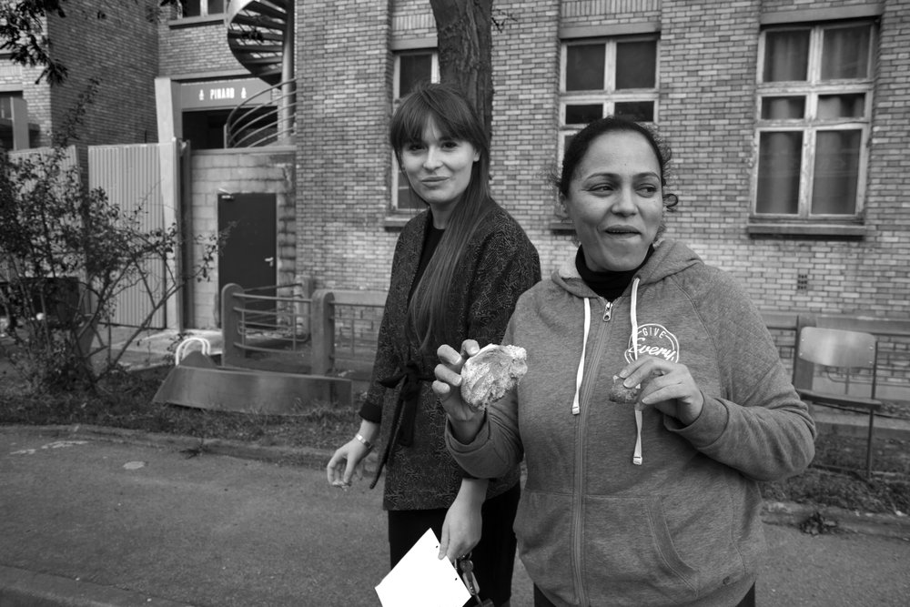 Victoria (left, Yes We Camp) walking with me to the building where the kitchen is, and tasting the homemade bread made with love by chef Ghada (a resident involved in the Food Project, who cooked for the restaurants and external events before the official closure of the project).