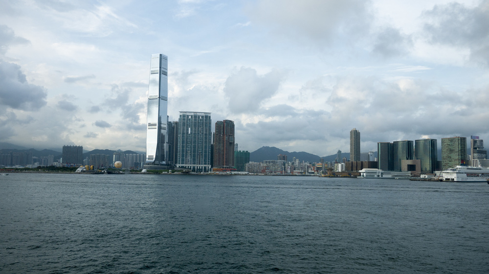 TSIM SHA TSUI TO WAN CHAI (VIEW FROM THE FERRY)
