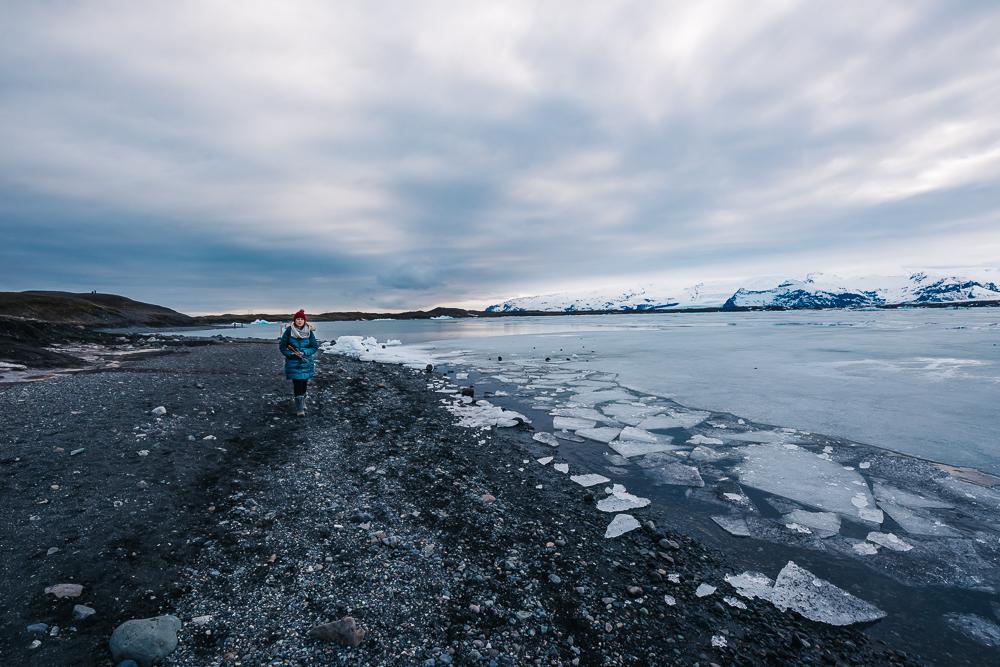 Walking along the glacier lagoon