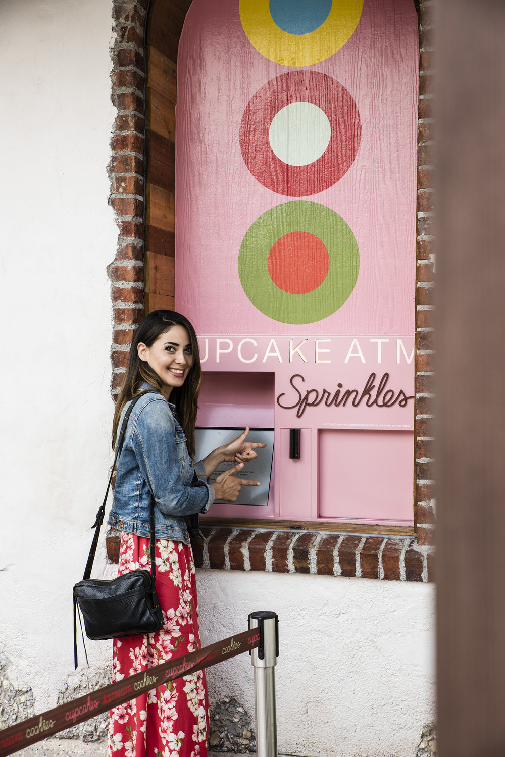 SPRINKLES' FAMOUS CUPCAKE VENDING MACHINE