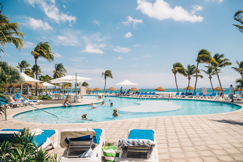 Aruba pool www.thetravelpockets.com