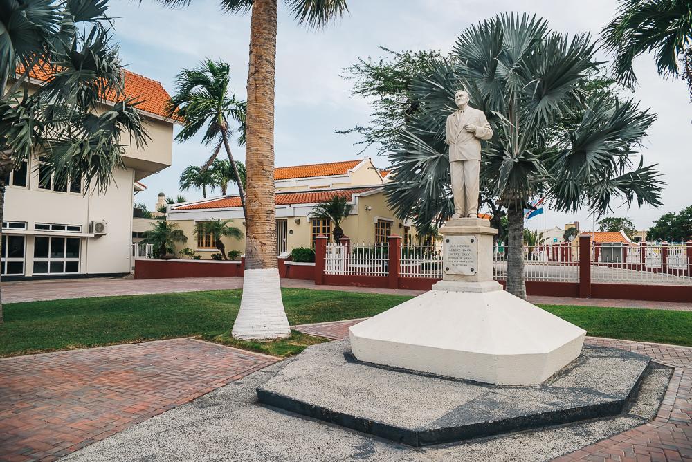 Aruba statue www.thetravelpockets.com