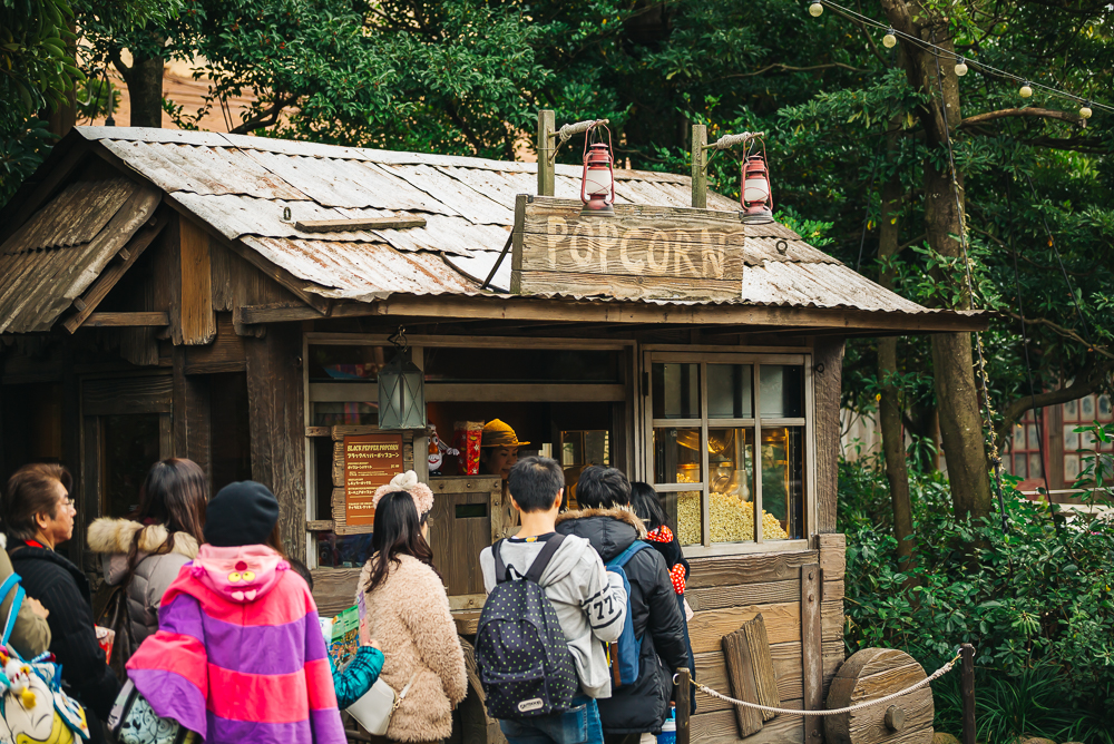 Popcorn stands with different flavors located throughout the park