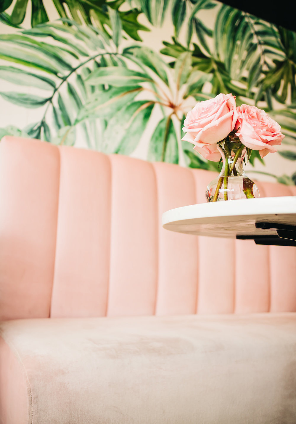 I ADORE THE VELVET PINK SEATING