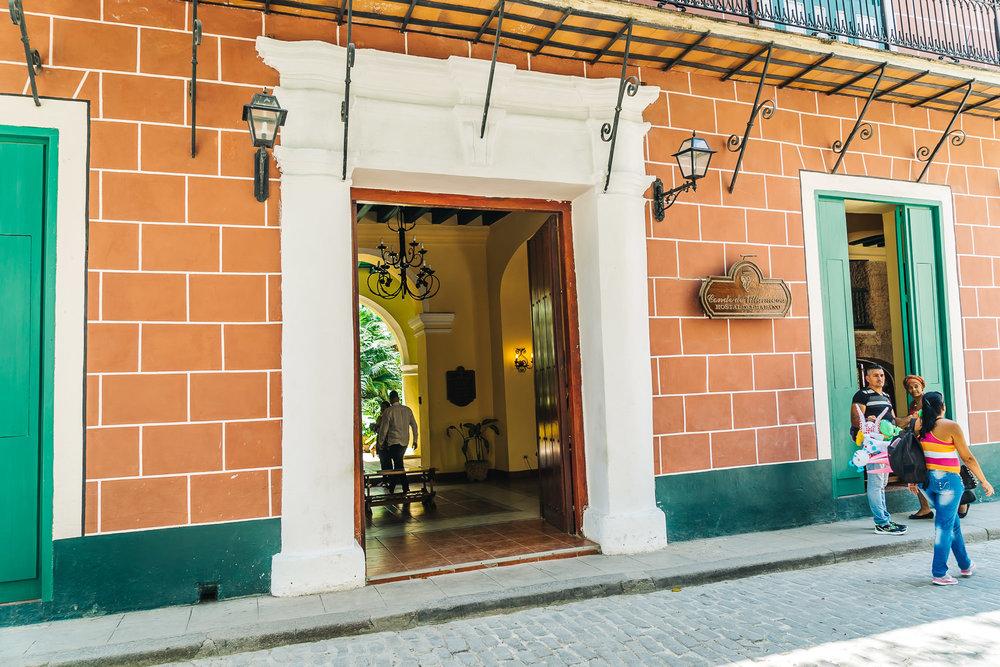 Hotel Conde de Villanueva entrance