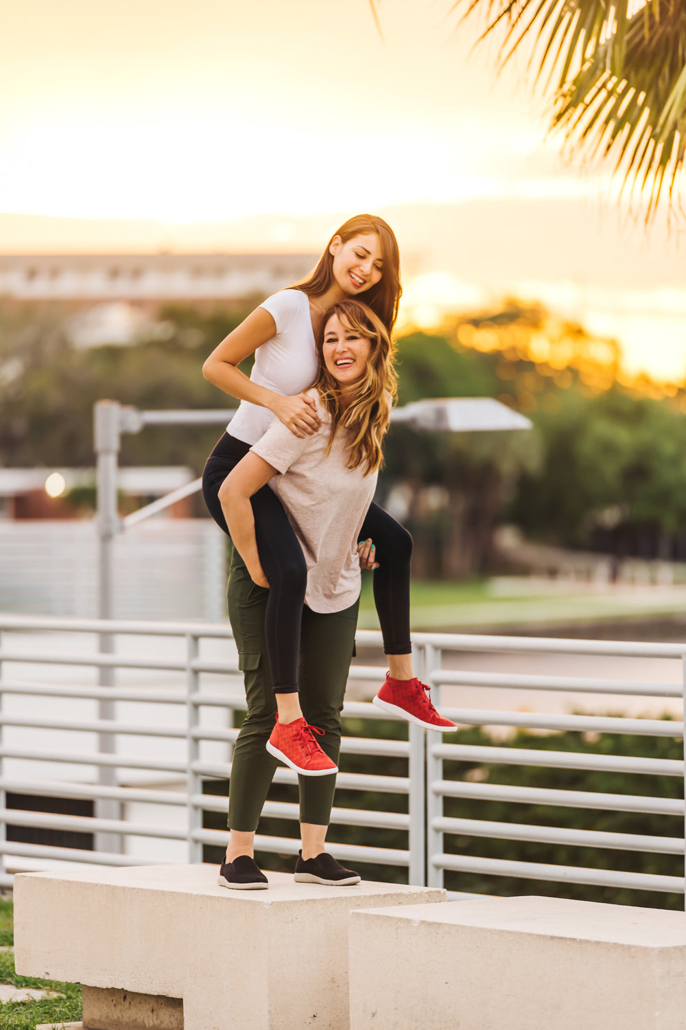 BEARPAW SNEAKERS   RECEIVE 20% OFF WITH CODE  BPAMBCW