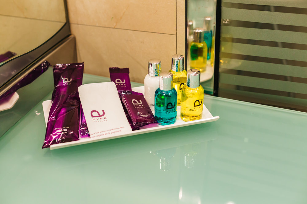 Ayre Hotel Caspe toiletries
