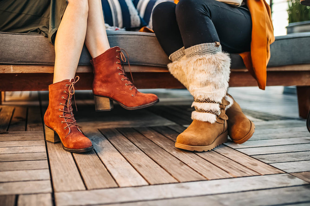 I love the color of these gorgeous victorian-style boots. Bearpaw   Topaz     //   Photo Credit  @BearpawStyle  @ Scott_Mont