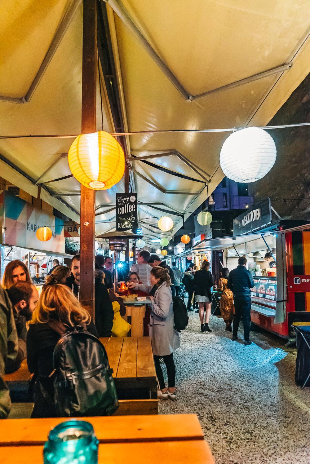 Karavan street food - Still lively at night