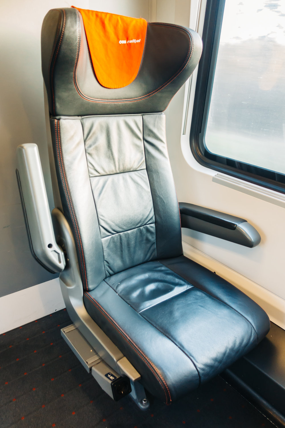 First Class seats also had outlets