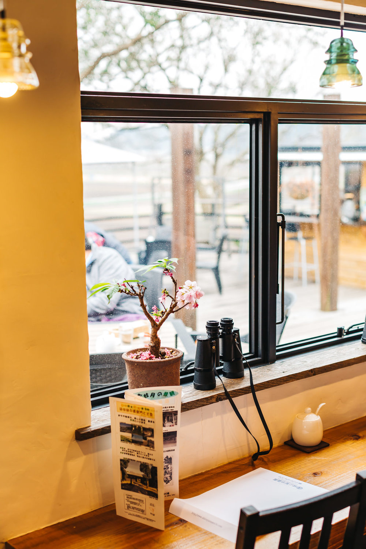 Binoculars for the indoor diners