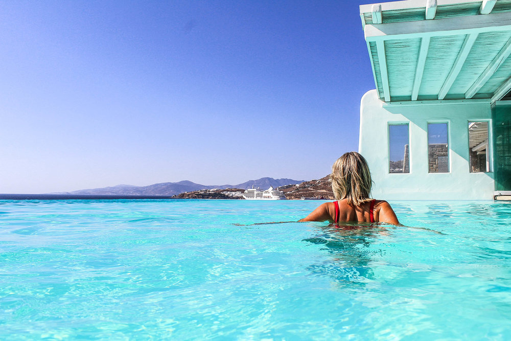 Cavotagoo In Pool.jpg