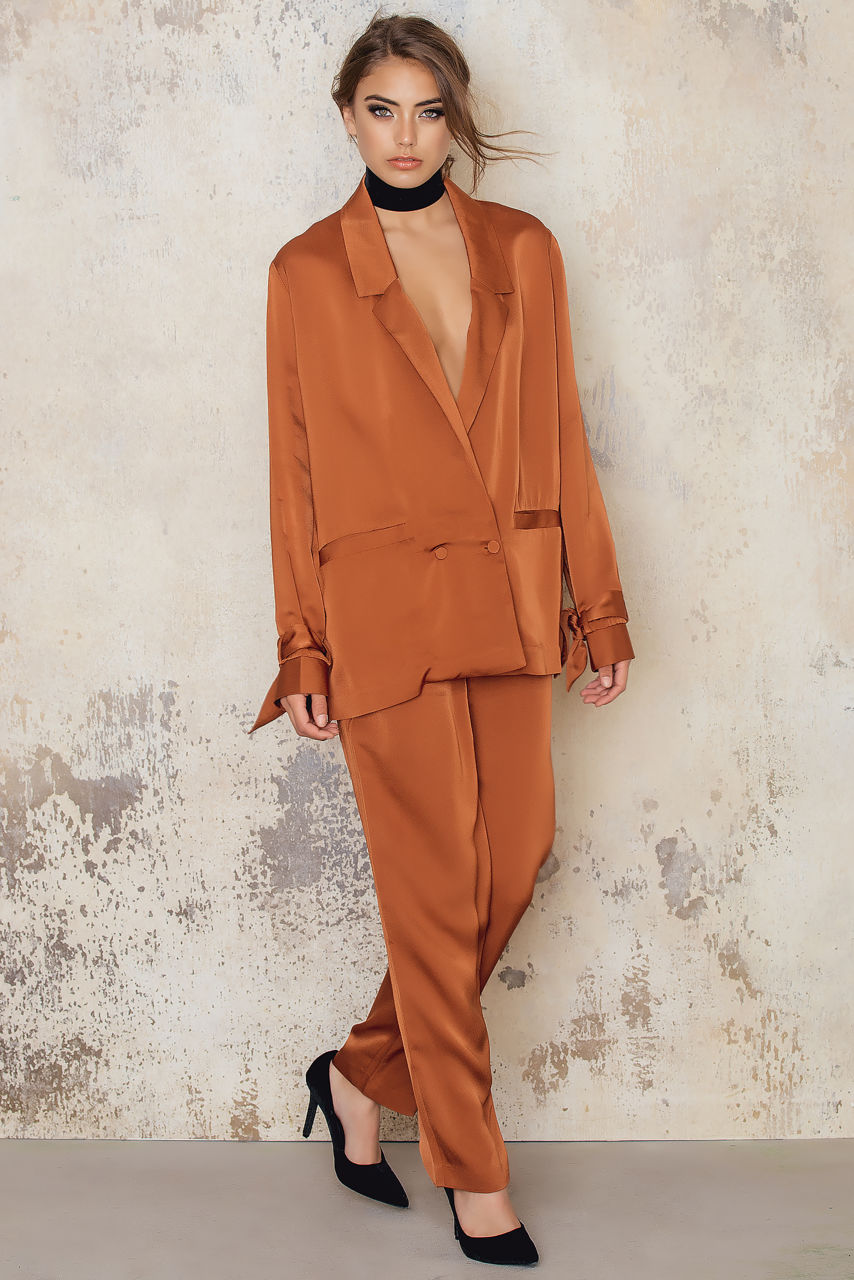 NA-KD Rust Satin Suit