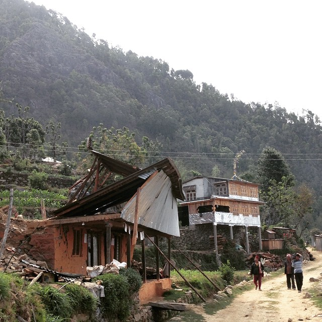 #Deconstruction is a more pressing issue than #reconstruction now. Structures like this one on the northern end of #Karmidanda remain a major threat. #bhukumpa #earthquake #breakdowntobuildup #watchyourhead #istilllovenepal