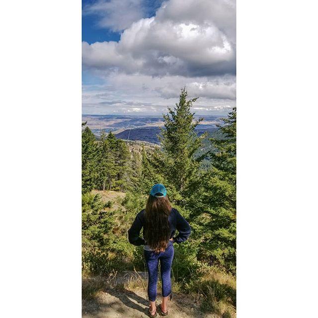 hoodie time in the pnw. • • • • • • • • . . . . .  #getoutside #getoutstayout #exploremore #theglobewanderer #letsgosomewhere #campvibes #optoutside #earthfocus #rei1440project #liveoutdoors #travelstoke #nakedplanet #visitwenatchee #thatpnwlife #pnwonderland #roamtheplanet #welltravelled #adventurethatislife #stayandwander #womenwhohike #thegreatoutdoors #greatnorthcollective #keepitwild  #washingtonstate #pnwonderland #washingtonexplored #livewashington #pnw #upperleftusa #pacificnorthwest  #desertandpine