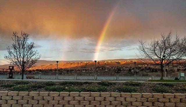end of the rainbow • • • • • • . . . . .  #landscape_lovers #sky_captures #landscapephotography #fantastic_earth #landscape_captures #ic_landscapes #ig_exquisite #nature_wizards #nature_shooters #landscapestyles_gf #ourplanetdaily #landscapehunter #visitwenatchee #naturediversity #landscapelovers #earth_deluxe #instanaturelover #nature_prefection #nature_brilliance #gottalove_a_ #allnatureshots #EarthVisuals #welivetoexplore  #washingtonstate #pnwonderland #washingtonexplored #livewashington #pnw #upperleftusa #pacificnorthwest