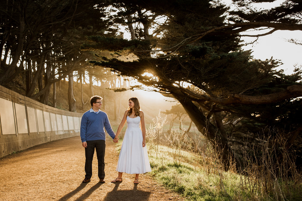 san francisco bay area photographer bre thurston | pacific coast outdoor lifestyle photography engagement shoot | happy couple at sunset