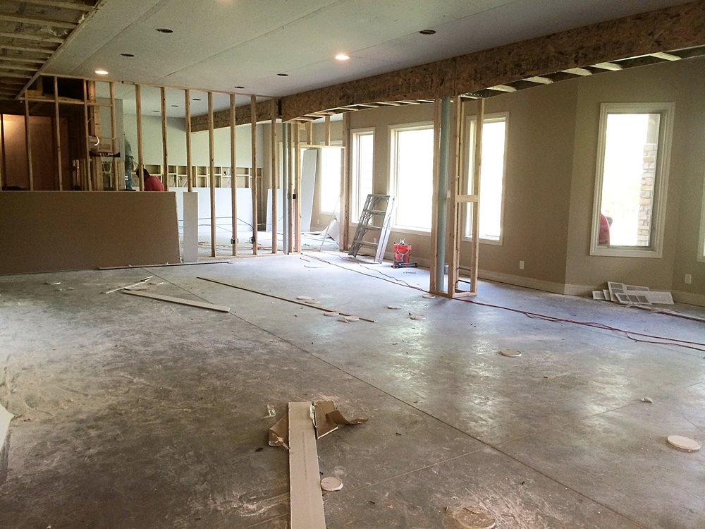 Midway Construction - Family Room