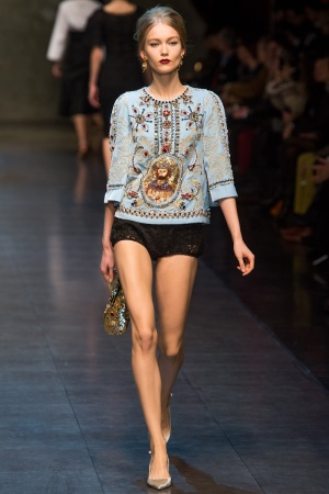 dolce-gabbana-rtw-fw2013-runway-40_112938696322-jpg_promotions_feature_tn.jpeg