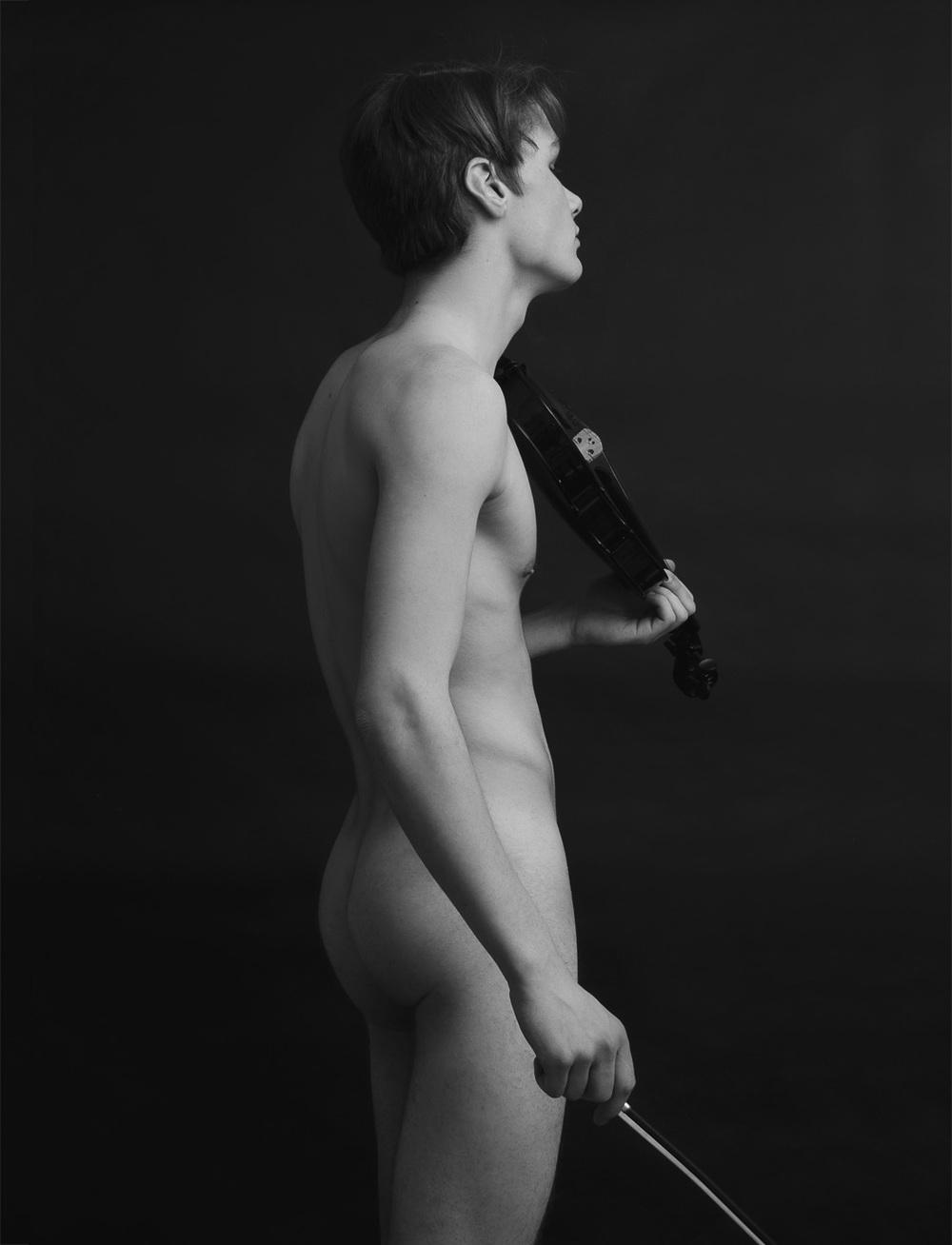 Ton y violín.jpg