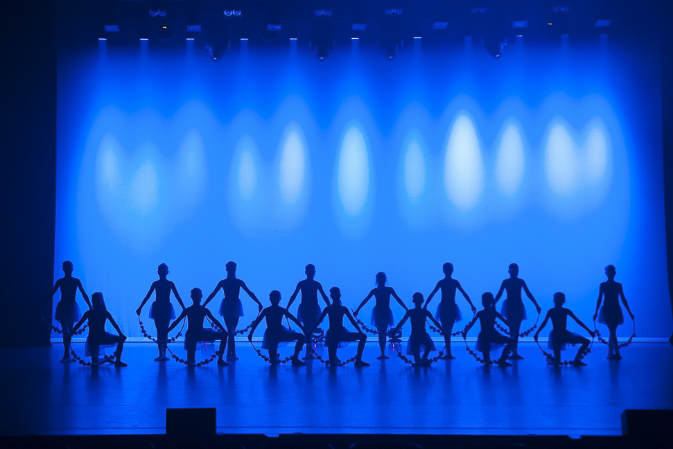 Silhouette image of young ballet dancers.