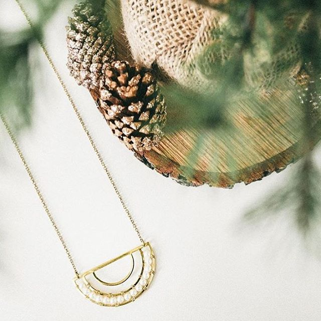 Purchase with Purpose this Christmas // The Aasha Necklace is handmade by women in #Mumbai who have been rescued from modern day slavery. The necklace name means 'hope' and proceeds support the important work of @iSanctuary ❤️ The perfect gift this Christmas - link in profile 👉 . . . #purchasewithpurpose #empowerwomen #handmade #ethicalfashion #fairtrade #socialenterprise #madeinindia #christmasgifts #ethicalgifts #fashionrevolution #slowfashion #giftthatgivesback #necklace 📷 @purposejewelry