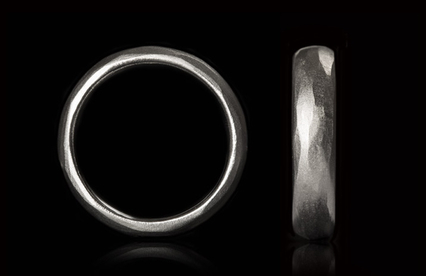 5-3-mm white gold ring with edgy surface.jpg